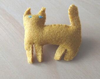 "mystery cat brooch(謎猫 NAZO NEKO)""No.18 yellow brooch""  Stuffed animals, figurines, talismans, felt,beckoning cat, lucky cat"