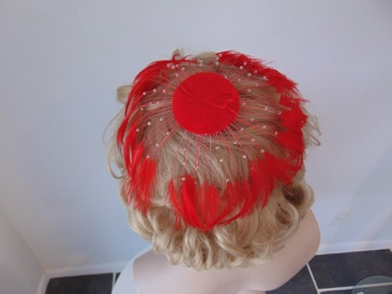 50s RED FEATHER fascinator hat - image 2