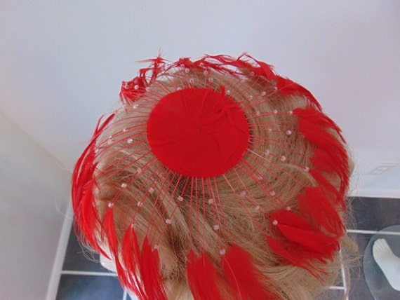 50s RED FEATHER fascinator hat - image 4