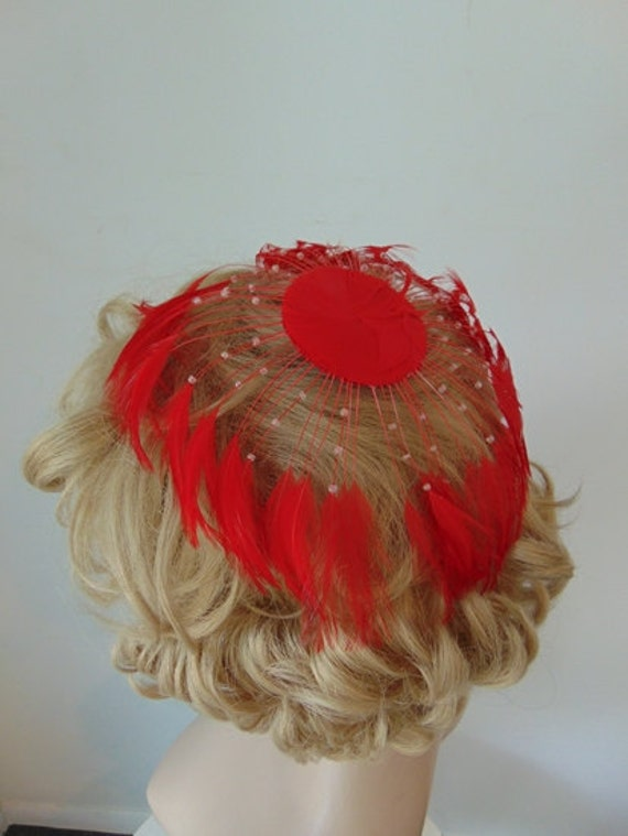 50s RED FEATHER fascinator hat - image 3