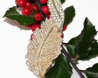 Sarah Coventry Curled Leaf Brooch