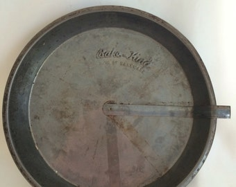 Vintage 8 Inch Bake King Cake Pan with Easy Release Slide