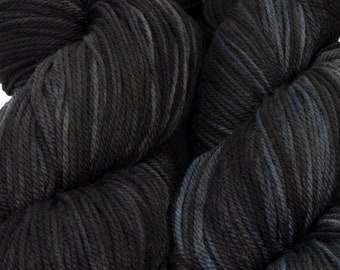 "Llineage Worsted "" Clever Raven 2"" Semisolid Hand Dyed Yarn 160g / 400 yd"
