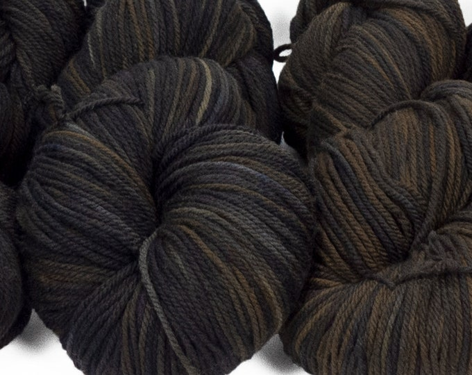 "Llineage Worsted "" Clever Raven "" Semisolid Hand Dyed Yarn 160g / 400 yd"