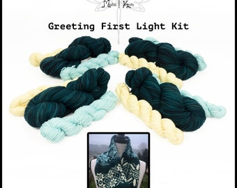 Llineage - Greeting First Light Cowl Kit - Worsted Weight Semisolid Targhee