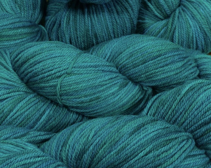 "Llineage Worsted "" Emerald City "" Semisolid Hand Dyed Yarn 160g / 400 yd"