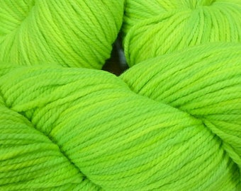 "Llineage Worsted "" Phosphorescence "" Semisolid Hand Dyed Yarn 160g / 400 yd"