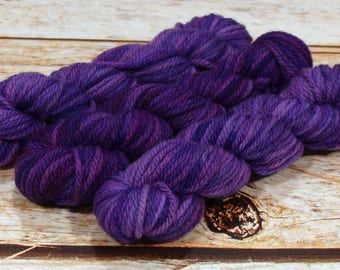 "Wee Llineage Worsted "" Lavendula "" Semisolid Hand Dyed Yarn 20 g / 50 yd"