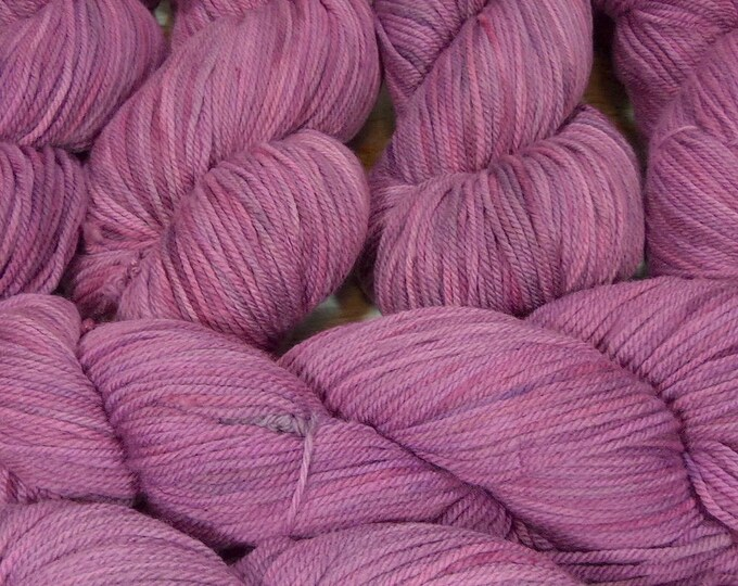 "Llineage Worsted "" Autumn Orchid "" Semisolid Hand Dyed Yarn 160g / 400 yd"