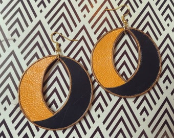 Pair of earrings in mustard and eggplant leather
