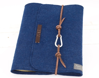 personalized U-booklet / mother pass sleeve blue navy, baby, gift, birth, made of felt m. embossed name dklbrown leather cord letters