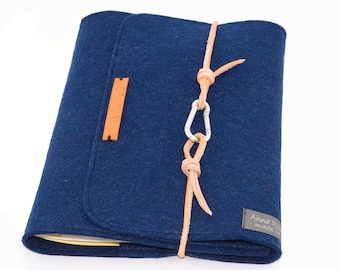 personalized U staple mother pass sleeve blue navy, baby, gift, birth, made of felt with embossed name light brown leather cord letters