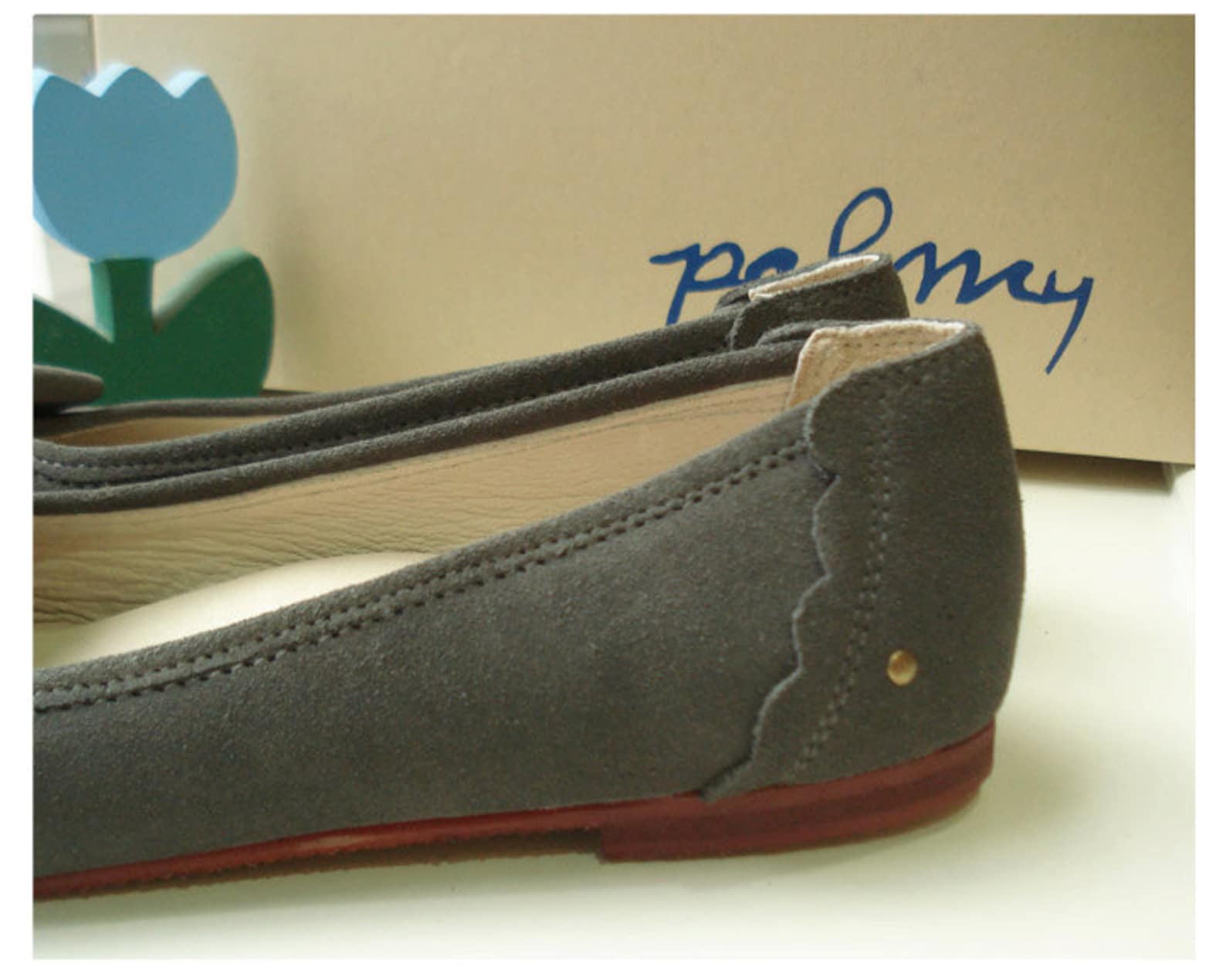 dolly dust, suede ballet flat shoes come with arch suppert , very soft and comfortable
