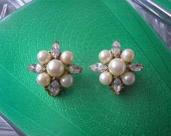 Vintage Pearl CLIP ON Earrings, Pearl And Rhinestone Earrings, Bridal Earrings, Vintage Clip Ons, Wedding Jewellery, Pearl Flower Earrings