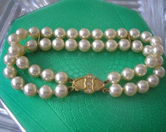 Vintage 2 Strand Faux Pearl Bracelet, Cream Pearl Cuff, Vintage Bridal Cuff, Vintage Pearl Wristlet, Costume Jewellery UK, Vintage Wedding