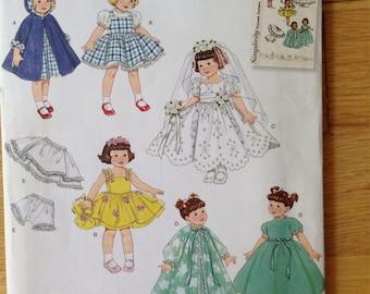 "Simplicity 2775 Wardrobe for 8"" dolls"