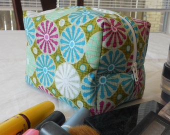 Makeup Bag - Green with Pink and Blue Flowers