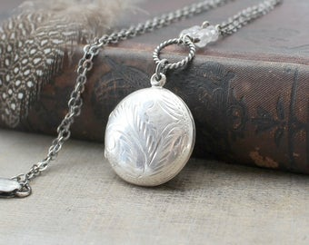 Round Locket Necklace, Round Silver Locket, April Birthstone Locket, Sterling Silver Locket Pendant Oxidize Silver Jewelry Push Gift for Mom