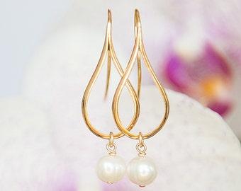Gold Teardrop Earrings With Pearls, Teardrop Pearl Earrings, Gold Earrings For Women, Minimalist Earrings, Fashion Jewelry, Wedding Jewelry