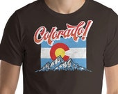 Colorado! Retro  Colorado Flag & Mountains Script Typography Short-Sleeve Unisex T-Shirt