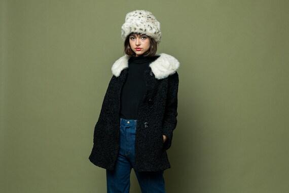 Lambs Wool Coat with White fur Trim Medium Large 1