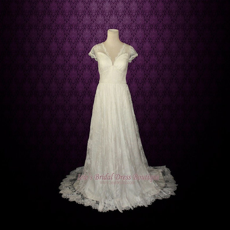 d5ed64c705a6 SALE Ready to Wear Vintage Lace Wedding Dress with Cap Sleeves   Etsy