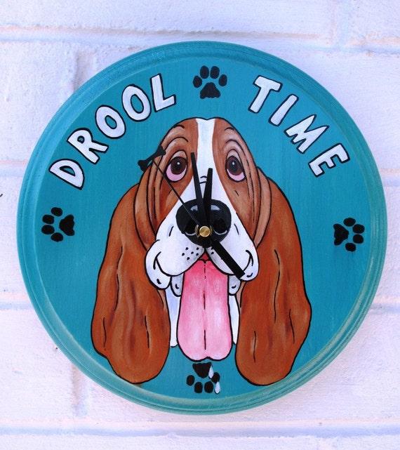 Bassett Hound wagging tail clock
