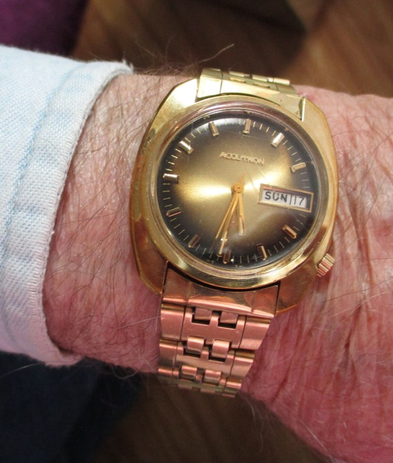 Vintage BULOVA Accutron GOLD DRESS Watch, Man's Wa
