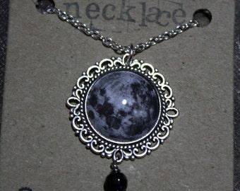 collar de luna llena con goldstone azul