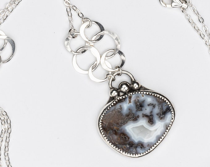 Agate Pendant Necklace with Hammered Circle Stations
