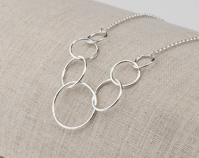 Interlocking Seven Circles Necklace