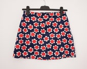60s or 70s mini skirt with a pop art-like floral print in red, white and blue