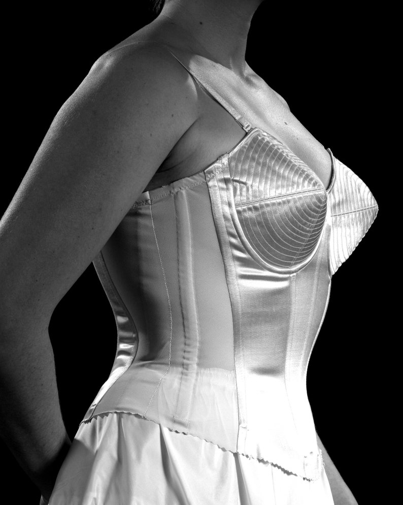 b6ef03664 1950 s Bullet Bra Retro Pinup Underwear Merry Widow