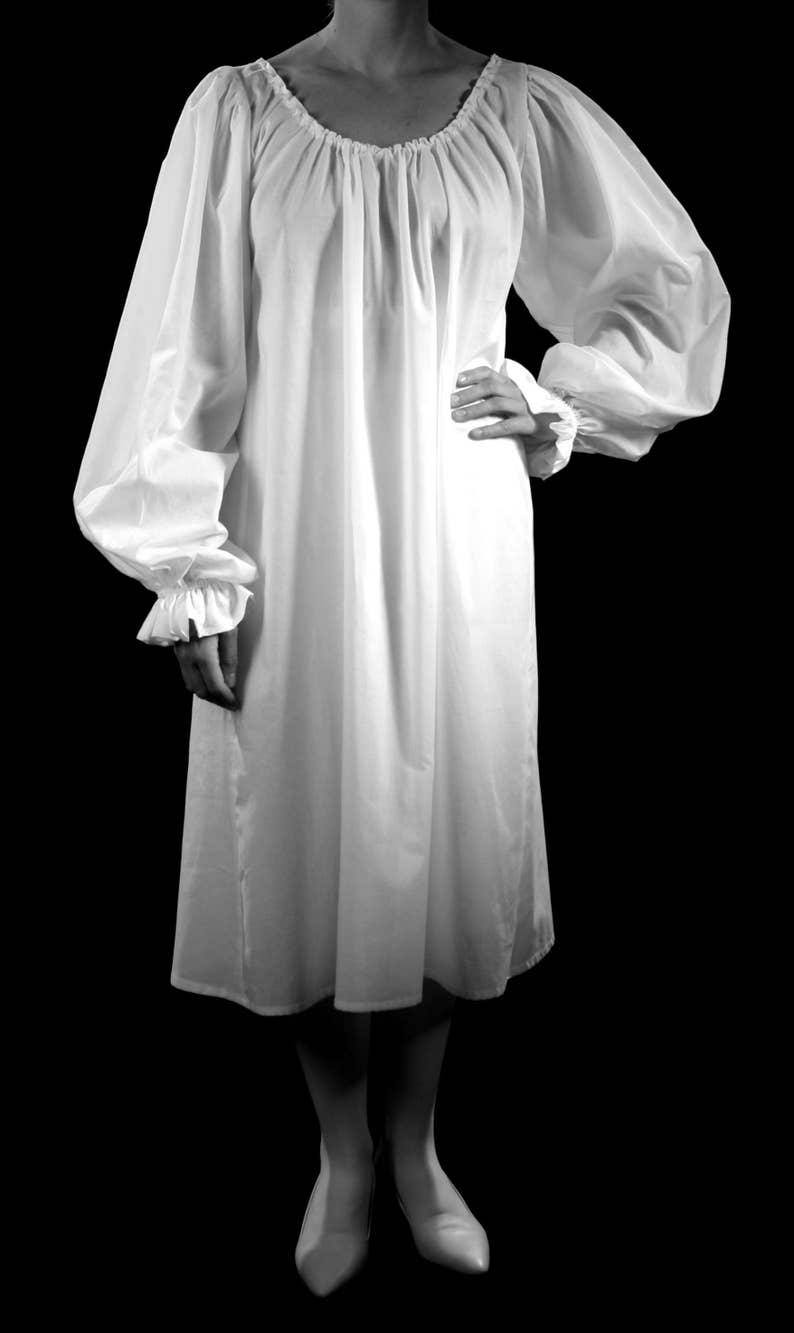 Nouvelles Arrivées 88a6a 5918e Romantique Batiste de coton Chemise longue, pour les 16, 17 ou 18ème  siècle, blanc ou noir, historique sous-vêtements costume de cosplay ...