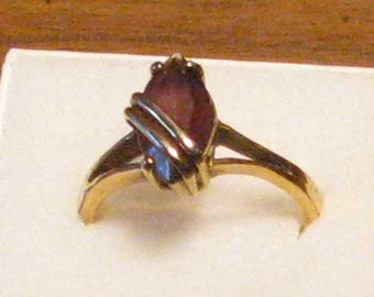 Vintage small single stone ring, size 12