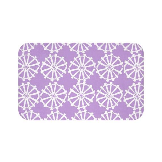 Lavender Bath Mat . Lavender and White Bath Mat  . Wheel Bathroom Rug . Lavender Shower Mat