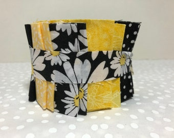 Black & Yellow Daisy Quilt Fabric Strips Jelly Roll  - 20 strips by SEW FUN QUILTS