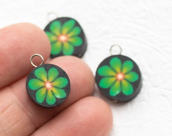 3   Green Flower  Charms, Hippie  Anklet  Charms,  Round Fimo Pendants,  Jewelry   Supply -B2173