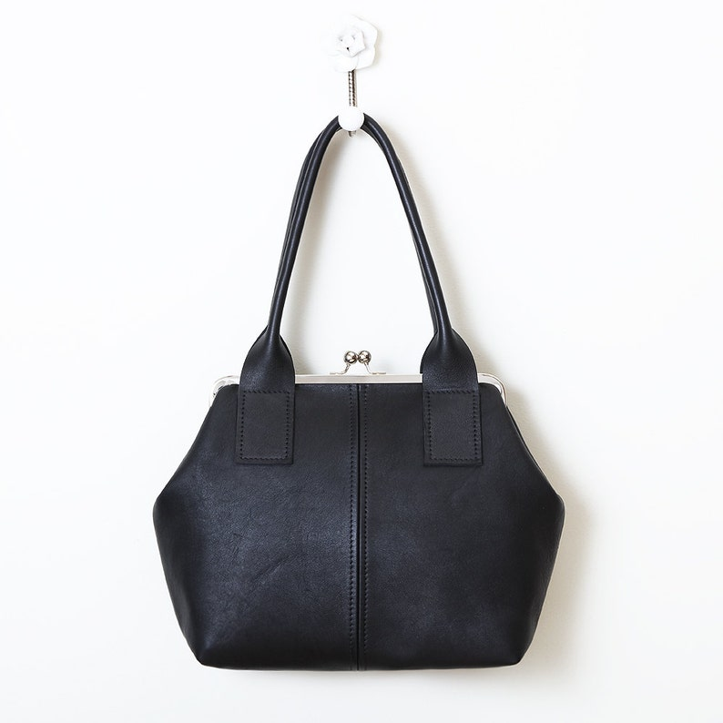 Leather Kiss Lock Handbag Bowler Style Kiss Lock Frame Purse  89935cedf408a