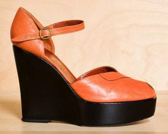 Vintage 1970s Italian peeptoe platform sandals 9 - 8.5 / leather platform shoes 9 8.5