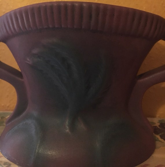 Van Briggle Pottery Double Handled Lrg Vase with sturdy Frogger