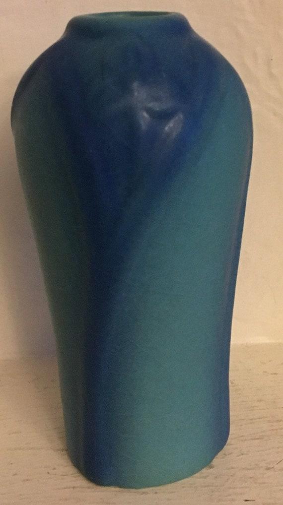 VAN BRIGGLE POTTERY Vase # 841 Trifoliate flower spiderwort