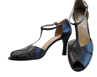 d24cd4b41fcf Vintage Peep Toe T Strap High Heels    Women Size 6 1 2 USA    Brown Leather  by Franco Sarto Brazil    Retro 30s 40s Ankle Strap Pin Dots