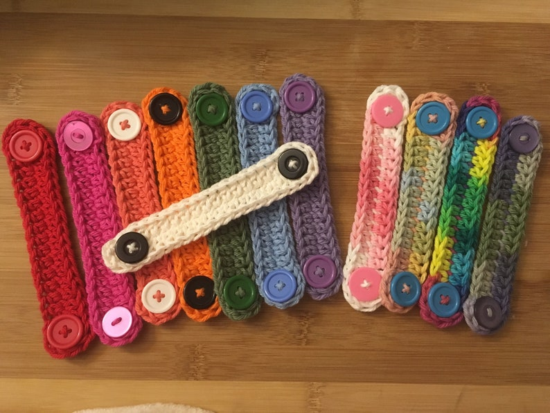 Mask holder crocheted cotton with buttons for protective masks image 0