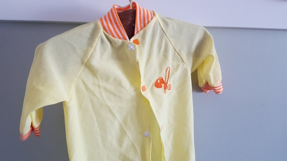 999a4578a53d Yellow and Orange Vintage Sleeper With Baseball Theme Size