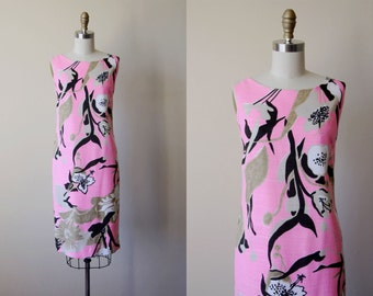 60s Dress - Vintage 1960s Dress - Pink Chocolate Brown Cocoa Graphic Floral Linen Sheath Sundress M - The Sophisticate Dress
