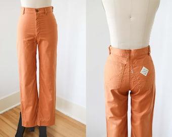 "1970s Levi's Jeans - Vintage 70s Trousers - Cotton Twill Butternut Tan Slim Straight Fit Slacks Size XS to S W26"""