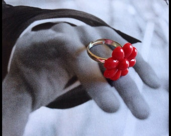 Red flower vintage button ring