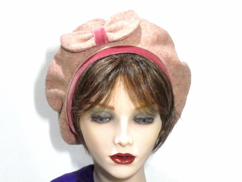 Ladies Pink Tweed Beret with Bow