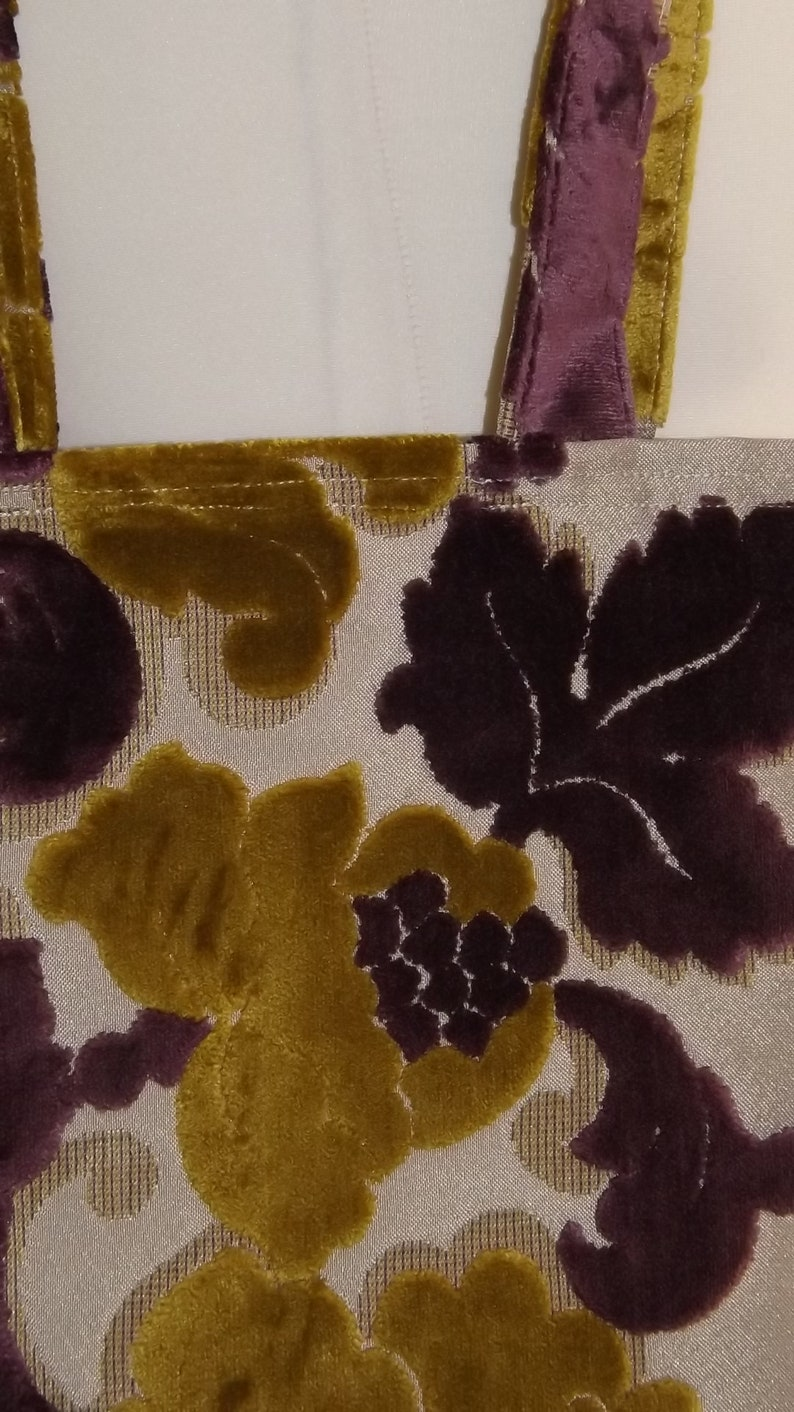 Market Tote Bag in Velvet Flock Fabric